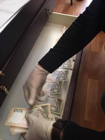 На Харківщині попалася на хабарі інспектор податкової служби