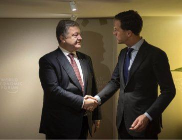 Порошенко проводить переговори з голландським прем'єром у Давосі