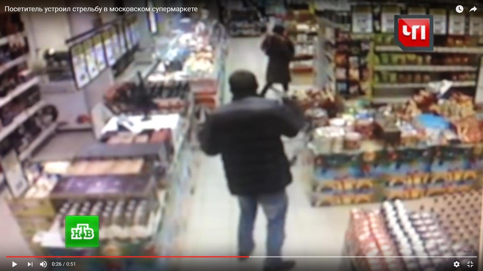 Взагалі розуму немає: буйний відвідувач влаштував перестрілку з пневматичної зброї у супермаркеті (ВІДЕО)