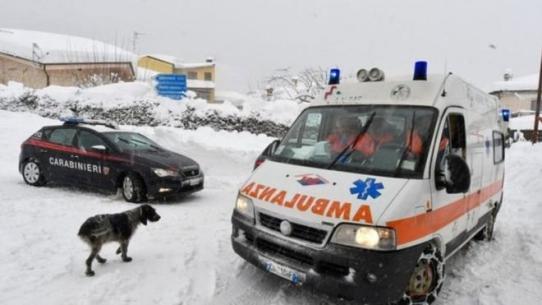 """Нові подробиці про нещастя в Італії: під лавиною, яка """"поховала"""" готель, знайшли шістьох людей"""