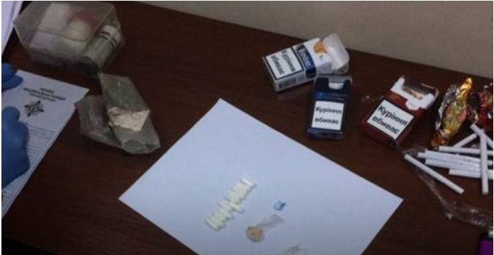 Підозрюваному у злочині в залі суду намагались передати наркотики