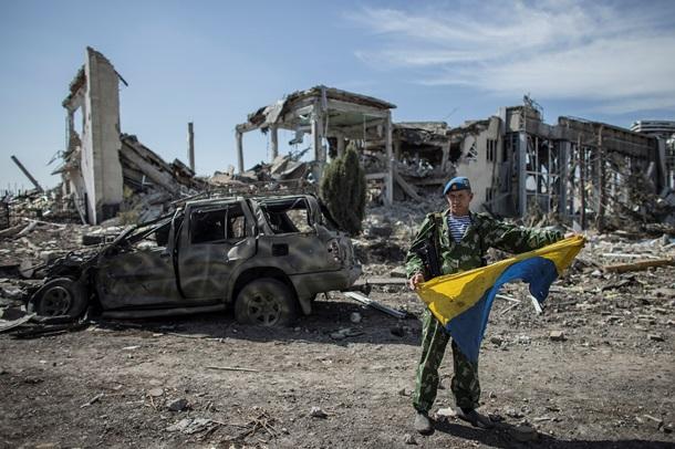 Поблизу Донецька віряни зустрічали Різдво у зруйнованому храмі (ФОТО)