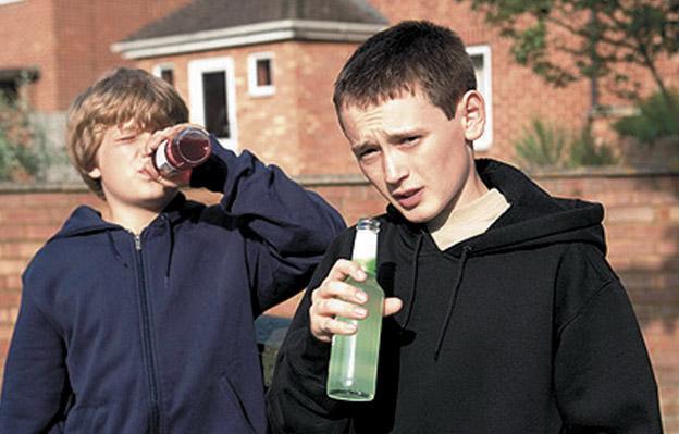 Куди дивляться їхні батьки? На Поліссі діти отруїлись алкоголем, лікарі роблять все можливе