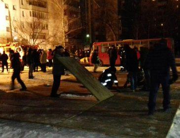У Сумах в житловому будинку пролунав вибух: загинула жінка, людей вивозять (ФОТО, ВІДЕО)