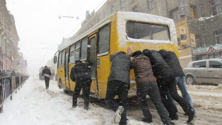 Та це просто знущання якесь: в Україні рекордно подорожчав проїзд в маршрутках (ФОТО) Причина підвищення викликає обурення