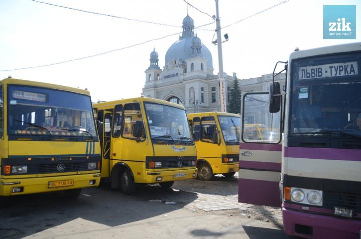 Львів у шоці: від сьогодні проїзд в громадському транспорті став значно дорожче. Грошей на маршрутку взагалі не стане