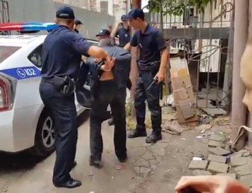 Що з вами, люди?!: у Львові натовп заважав патрульним, захищаючи хулігана, який напав на чоловіка та жінку. Поліцейські не очікували такого ставлення