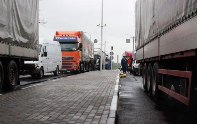 На трасі Київ — Чоп тимчасово обмежили рух для вантажівок