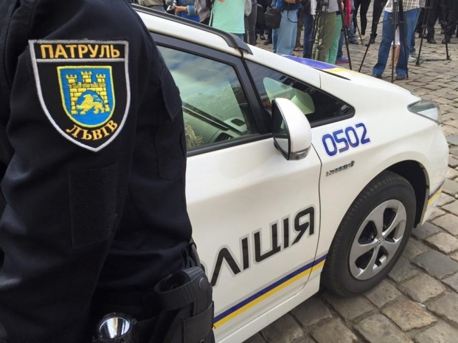 А його ніщо не навчить: нахаба-водій у Львові наїхав на поліцейського, перед тим вчинивши ще один злочин (ВІДЕО)