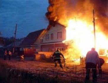 Це просто жахливо: п'яний закарпатець навмисно запалив будинок разом з родиною (ФОТО)