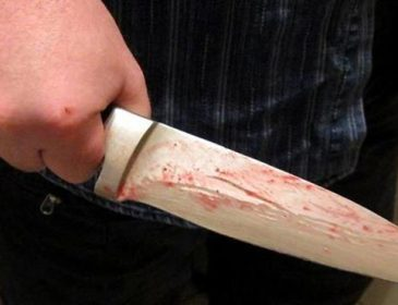 На Львівщині чоловік жорстоко понівечів тіло жінки ножем, лікарі роблять все можливе