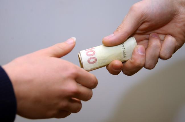 Попався на гарячому: Заступника прокурора Кіровоградщини затримали при спробі дати хабар (ФОТО)