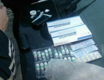 Через підозри у зберіганні наркотиків львівські патрульні затримали 35-річного чоловіка