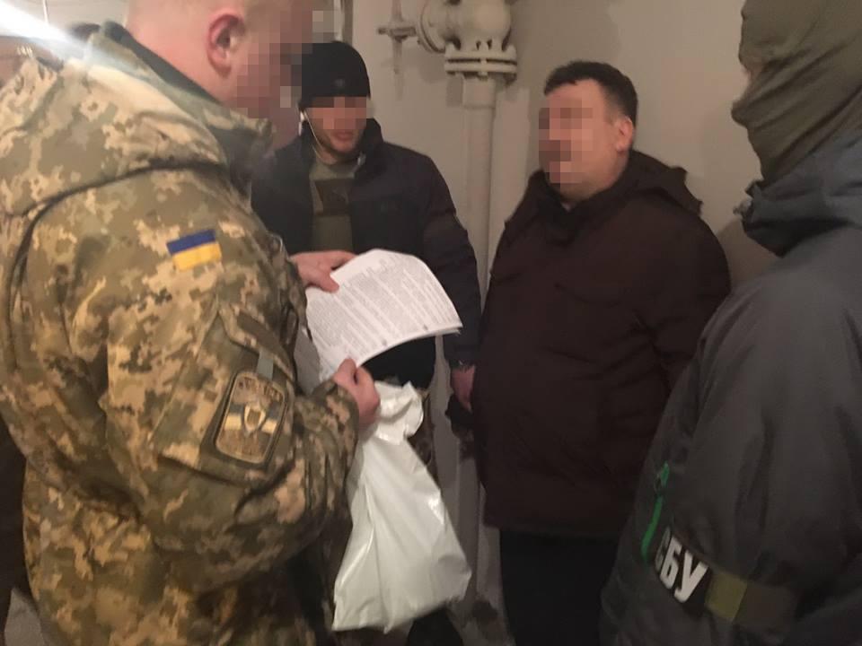 СБУ спіймала полковників Дежприкордонслужби та ЗСУ на хабарі у $6 тис.