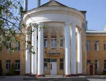 У Львові страшно народжувати: з пневматичної зброї обстріляли вікна пологового відділення лікарні