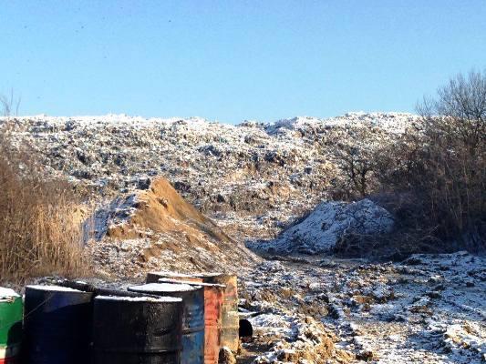 Укріплення дамби на Грибовицькому сміттєзвалищі відбувається без проекту (ВІДЕО)