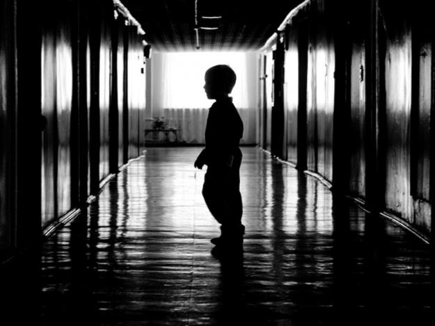 Такоїжорстокості ще світ не бачив: у дитбудинку дітей занурювали в унітаз, прив'язували до ліжка та стовпів, обливаючи водою (ВІДЕО)