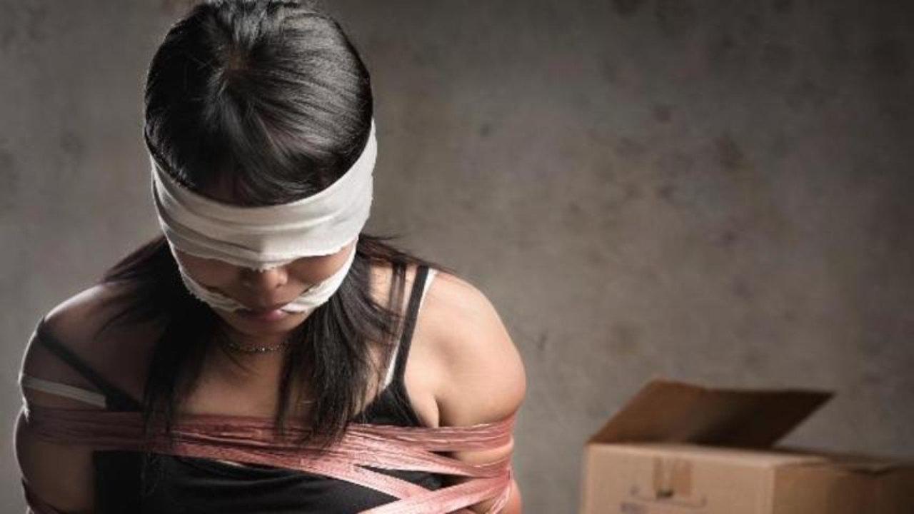 Терміново: в Одесі з престижного готелю троє чоловіків викрали жінку