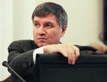 Аваков переплатив щонайменше $7,5 тис. за кожну автівку для поліції