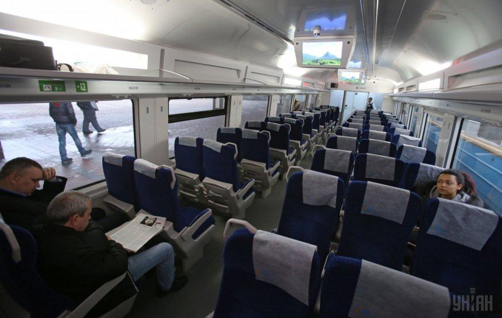 """В """"Укрзалізниці"""" зізналися, коли пасажирам очікувати підвищення вартості квитків"""