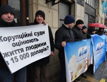 Протестувальники у Львові примусили суддю написати заяву на звільнення (ФОТО)