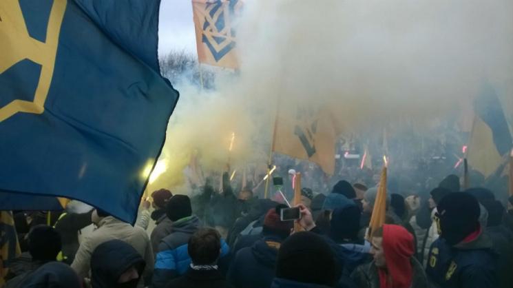 На мітингу під Радою кидали димовухи та фаєри