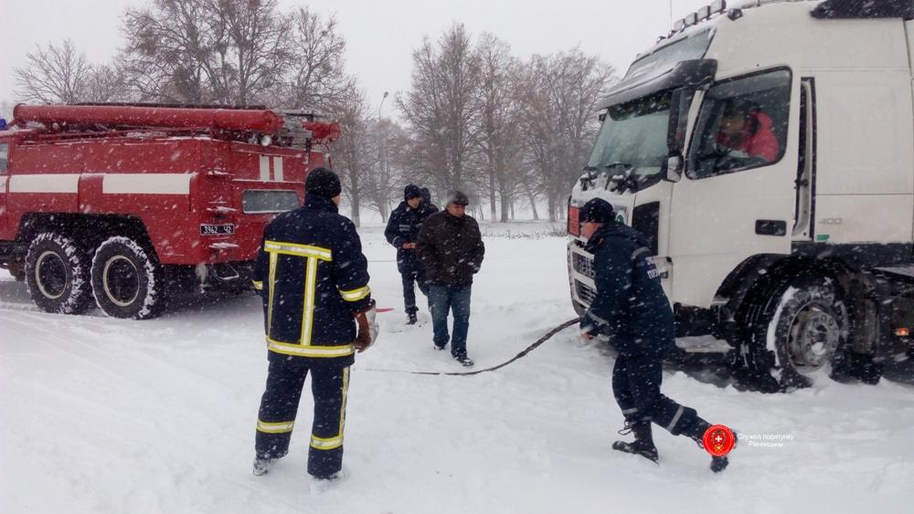 Терміново! На Львівщині рятувальники оголосили штормове попередження. Людей закликають бути обережними