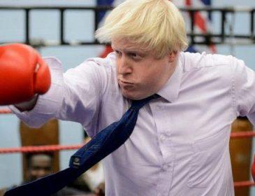 Така собі квіточка: британський міністр закордонних справ приголомшив появою на вулиці в червоних трусах (ФОТО)