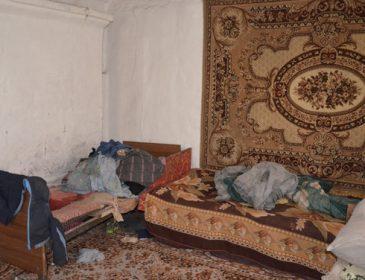 Нема їм кари за таке: у Житомирській області батьки закрили трьох малюків в холодній хаті (ФОТО)