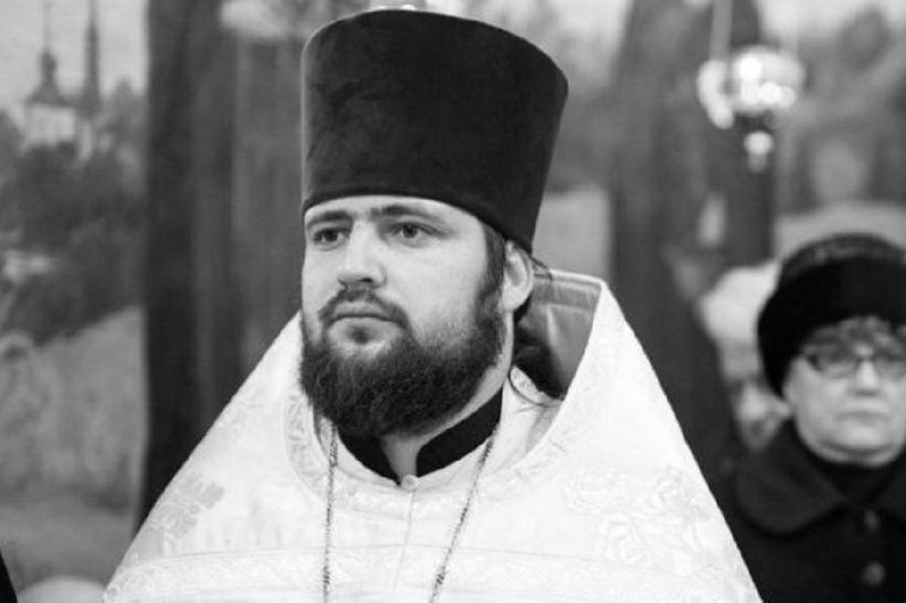 Київського священика знайшли мертвим в сауні з дівчатами. Ви онімієте від побаченого (ВІДЕО)