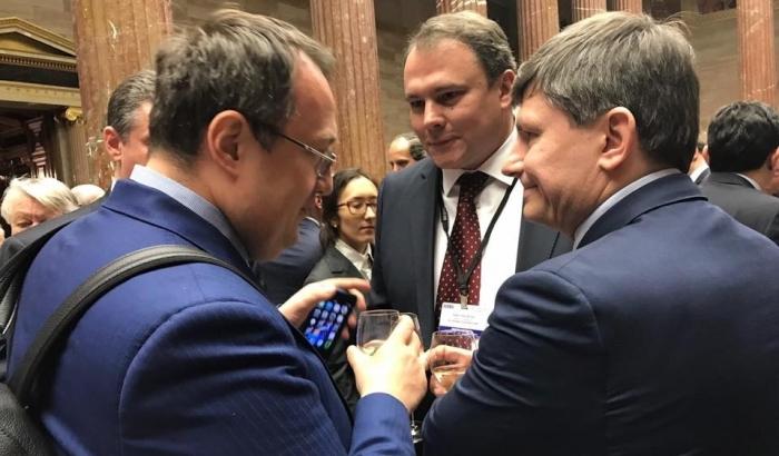 Це просто нечувано: помічник Авакова попався на застіллі з друзями Путіна