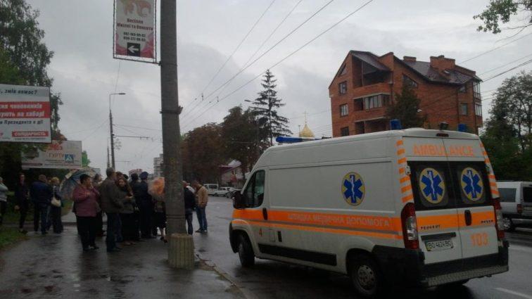 Засліпило: У Києві нелюд збив матір та двох дітей на пішохідному переході (ФОТО)