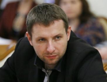 Нардеп Парасюк вдерся в номер журналіста з автоматом. Деталі шокують (ВІДЕО)