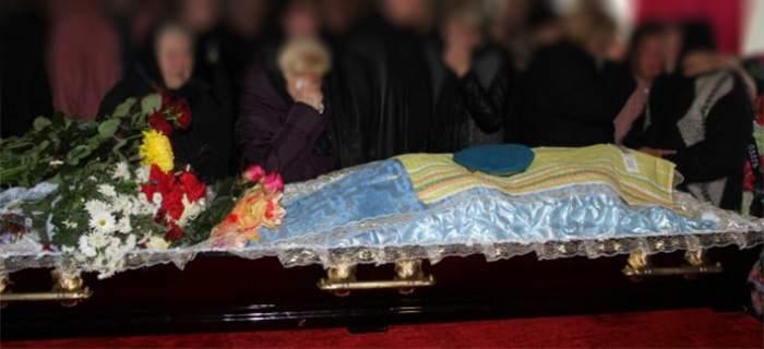 Беременную женщину хоронили когда из гроба 67