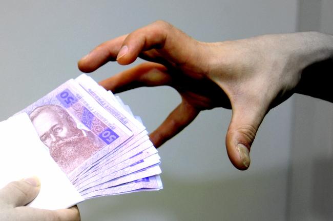 У Дніпрі спіймали прокурора на хабарі у $1,6 тис.