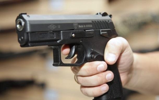 Жах! У Львові чоловік обстріляв автомобілі і вчинив самогубство