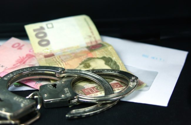 """""""Спіймали на гарячому"""": В Одесі на отриманні хабара затримали лікаря-експерта"""