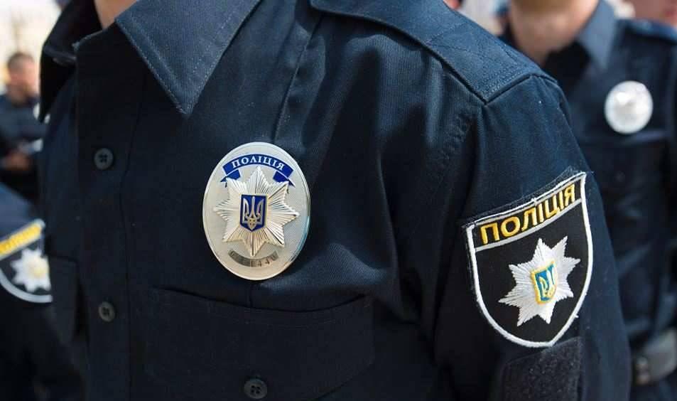 Нечувано: львівські копи жорстоко били затриманих і вимагали з них гроші