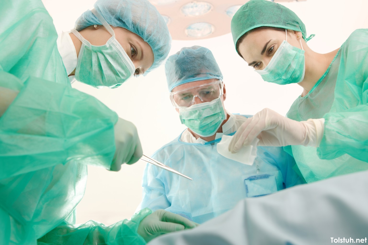 Парадокс та абсурдність української медицини: навіщо нам нав'язують добровільні внески