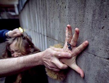 Нечувана жорстокість: у Чернігові згвалтували дитину-інваліда