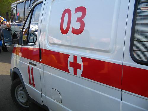 Взагалі без розуму: на київських копів напав чоловік з ножем, який перед цим зарізав свого друга (ФОТО)