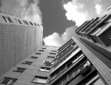 На Полтавщині, за загадкових обставин, 19-річний хлопець вистрибнув з п'ятого поверху