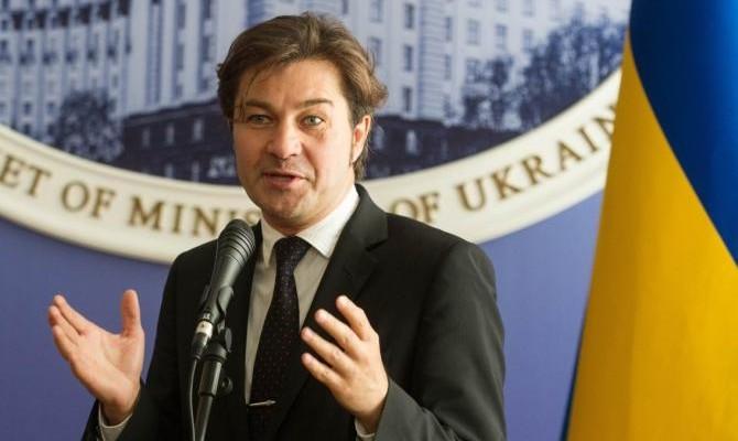 Таку б зарплату кожному українцеві: стало відомо, скільки заробляє міністр культури Євген Нищук. Цифри вражають