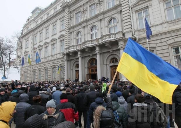 Що ж там коїться? Активісти штурмують Львівську ОДА