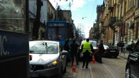 Терміново! У Львові два трамваї потрапили в ДТП