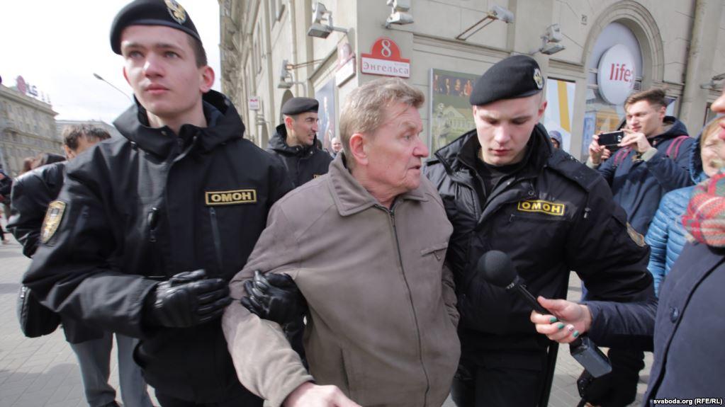Дійшло і до Мінська: у столиці Білорусії силовики масово затримують людей. Число перевищує 100 осіб (ВІДЕО)