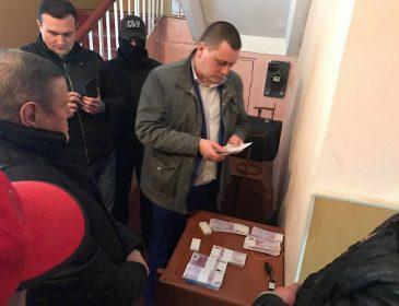 Безсовісний: на Київщині голову сільради впіймали на величезному хабарі у 250 тис. євро (ФОТО)