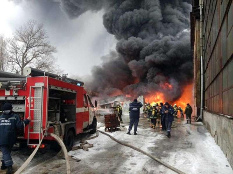 ТЕРМІНОВО!!! У Харкові горить з нереальною силою величезний завод, ці фото шокують