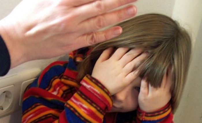 Яка жорстокість!!! В Києві горе-мати побила дитину до втрати свідомості, причина шокує
