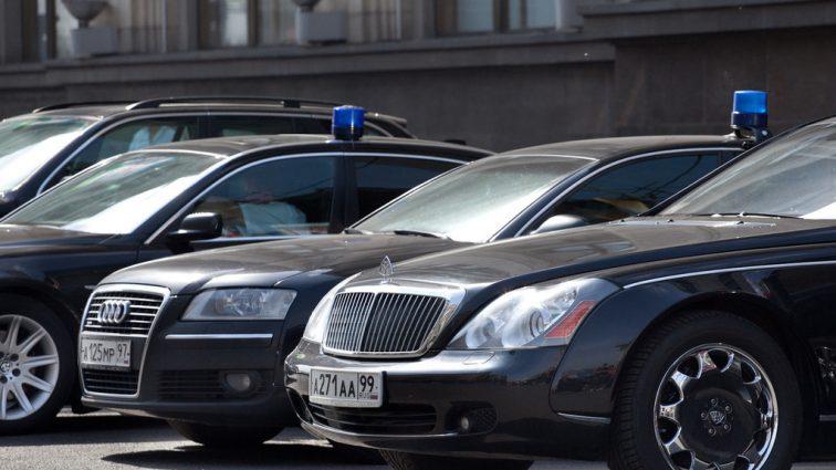 Сядьте, якщо стоїте: стало відомо, як сильно українцям вдарив по кишенях автопарк чиновників. Сума просто захмарна